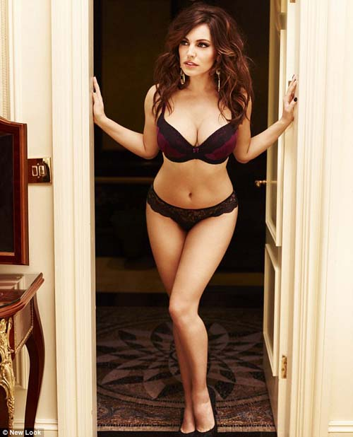 foto kelly brook tampil seksi di iklan lingerie new look   2