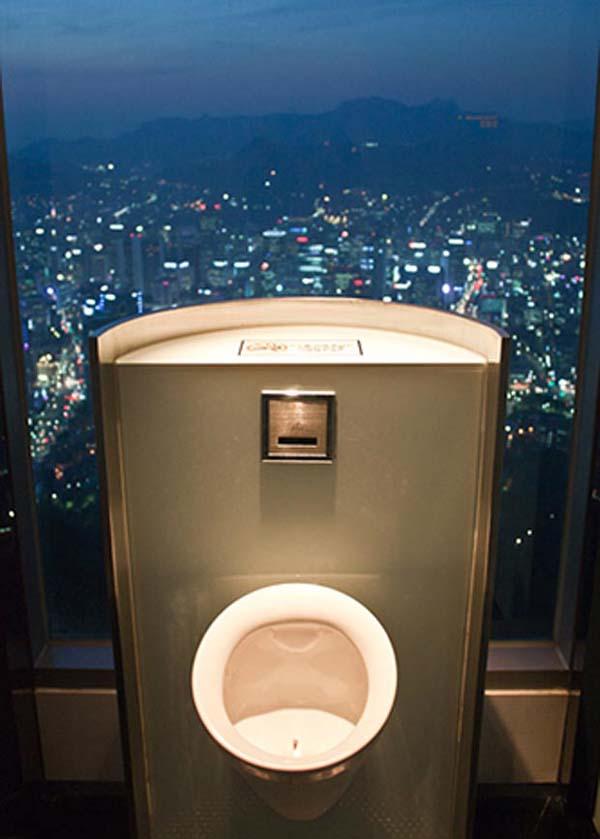 Toilet dengan Pemandangan Terindah di Dunia