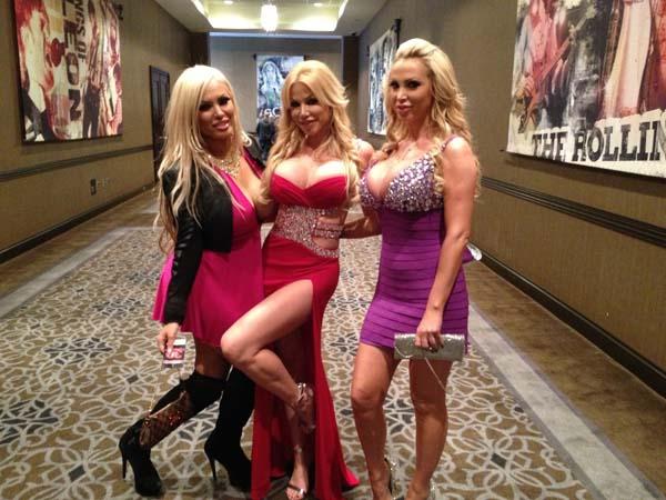 Penampilan hot para bintang porno di AVN Awards 2013