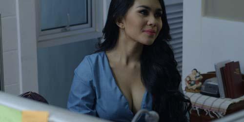 12 Artis Indonesia yang Buka-bukaan di Film Hot: Kartika Putri