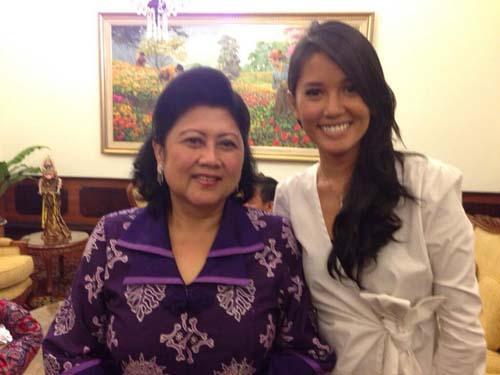 9 Selebriti Pertama Yang Difollow SBY: Titi Rajo Bintang