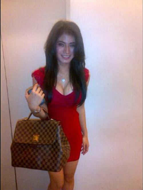 Lina Marlina pamer belahan dada di Twitter