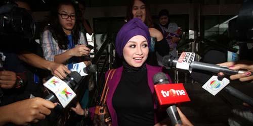 KPK Tolak Bilik Cinta, Sefti Sanustika Batal Bercinta dengan Fathanah