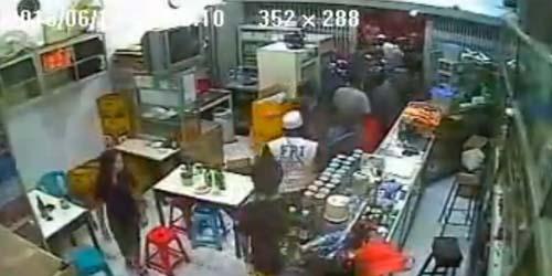 Video FPI Rusak Warung Makan di Makassar