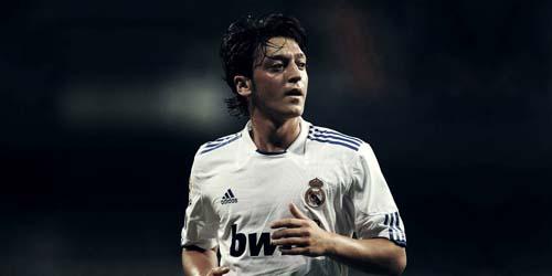 Mesut Ozil Ingin Bertahan di Real Madrid