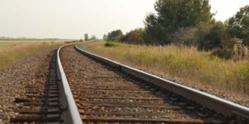 http://media.infospesial.net/image/p/2013/10/bercinta-di-dekat-rel-wanita-ini-tewas-tersambar-kereta_9999e.jpg