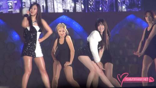 Girls Generation (SNSD) Tampil Seksi di Konser Marchen Fantasy: Tiffany dan Yuri