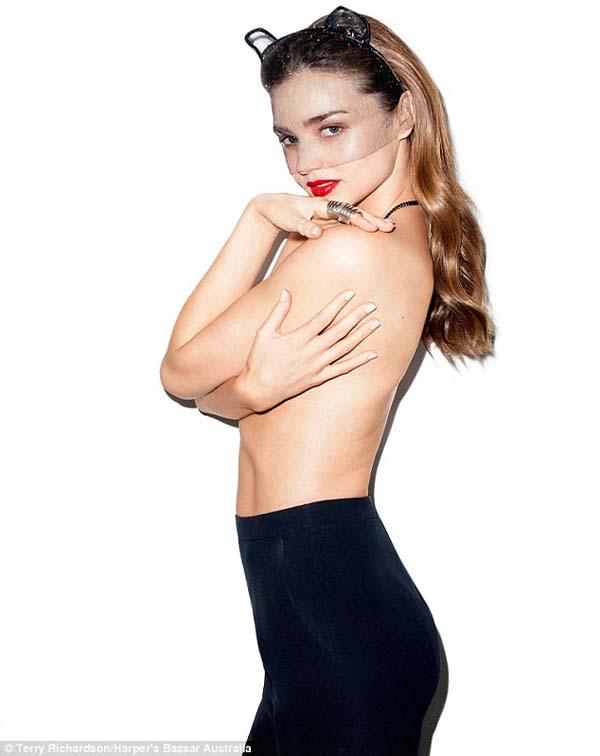 Buka-bukaan Soal Perceraian, Miranda Kerr Topless di Bazaar