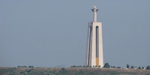 6 Patung Termegah Dan Tertinggi Di Dunia: Patung Yesus di Portugal