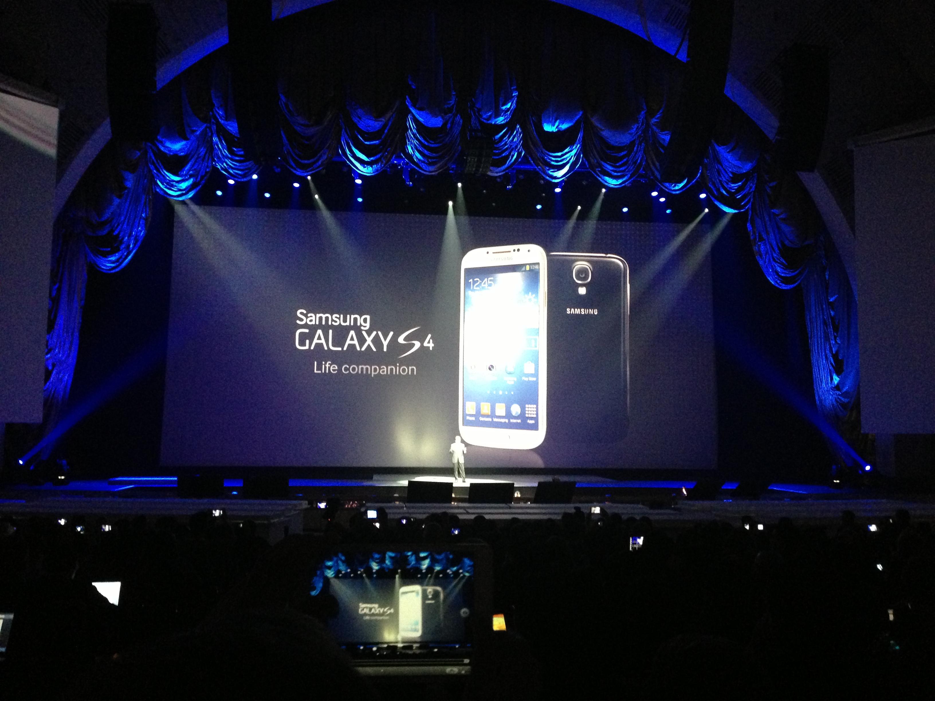 Samsung RIlis Galaxy S4 Value dengan OS Android KitKat