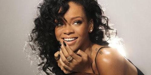 Foto Selfie Seksi Pertama Rihanna Saat Masih 17 Tahun