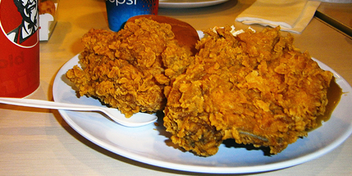 Gawat, Ada Potongan Handuk Terselip di Dalam Ayam Goreng KFC
