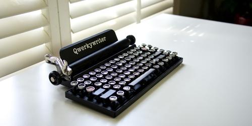 Qwerkywriter, Keyboard Unik Berbentuk Mesin Tik Kuno