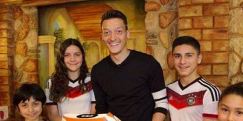 Bonus Piala Dunia Mesut Ozil Disumbangkan untuk Gaza?