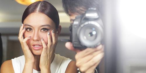 Foto Selfie, Cara Agnes Monica Atasi Macet