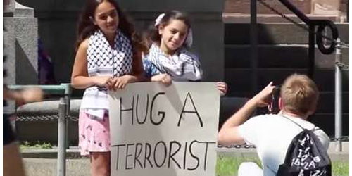 Peluk Teroris, Aksi Dua Gadis Cilik Dukung Gaza Undang Simpati Warga Kanada