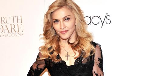 Rayakan Ultah Ke-56, Madonna Unggah Foto Topless Lawas
