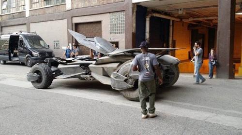 Foto Batmobile Versi Baru di Batman v Superman: Dawn of Justice