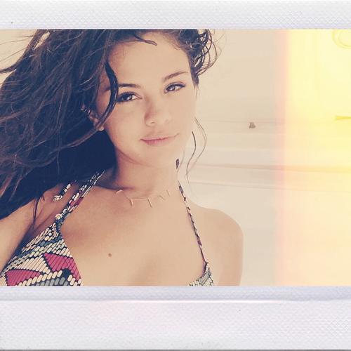 Selena Gomez selfie seksi