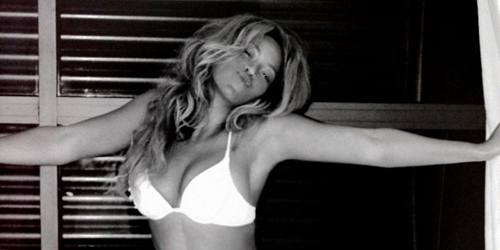 Foto Seksi Beyonce Pakai Bikini Putih