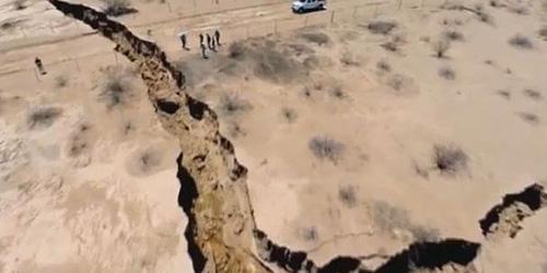 Video Retakan Raksasa Misterius Tiba-Tiba Muncul di Meksiko