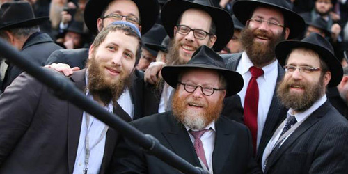 2.000 Rabbi Yahudi Cetak Rekor Selfie Pakai Tongsis
