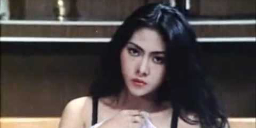 7 Aktris Hot Film Panas Indonesia Era 90an: Windy Chindyana