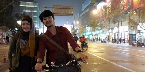 Kisah Cinta Revalina S. Temat-Morgan Oey di Assalamualaikum Beijing