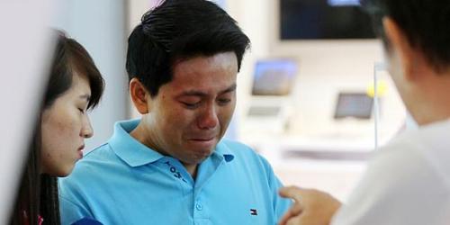 Korban Penipuan, Pham Van Thoai Menangis Batal Beli iPhone 6 di Singapura