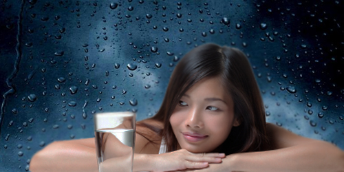 Pentingnya Minum Air di Musim Hujan
