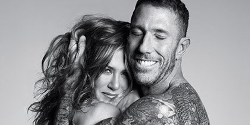 Foto Jennifer Aniston Topless Dipeluk Chris McMillan