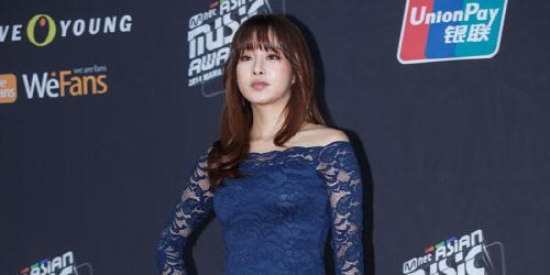 Kang Sora Seksi dengan Gaun Seharga Rp 400 Ribu di MAMA 2014