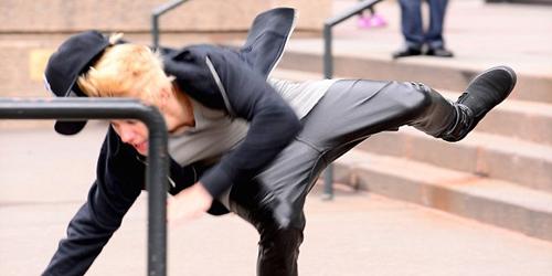 Video Justin Bieber Terjungkal Saat Main Skateboard