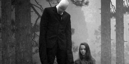 http://media.infospesial.net/image/p/2015/01/foto-penampakan-hantu-slender-man-gegerkan-inggris-a130.jpg