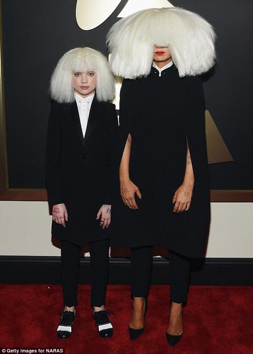 Sia dan Maddie Ziegler di grammy awards 2015