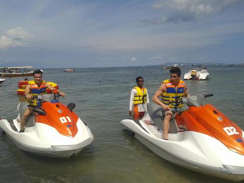 Marquez dan Pedrosa di bali jetski