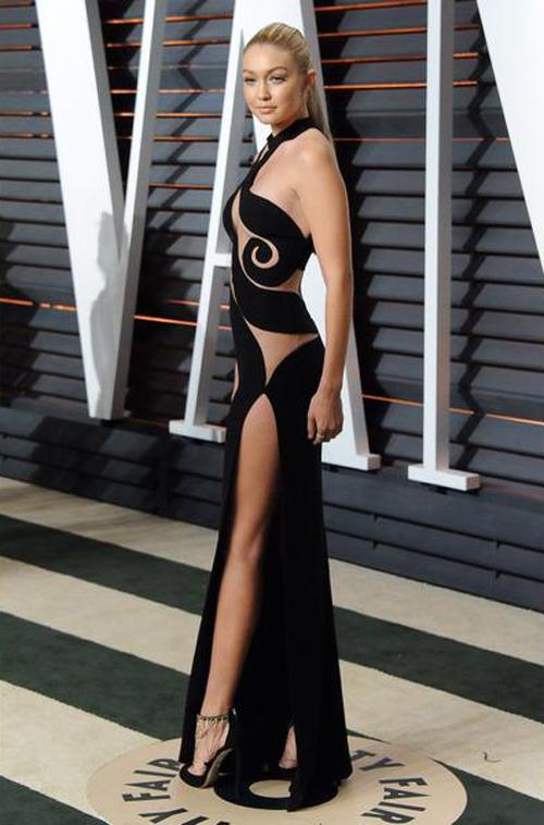 Gigi Hadid Pakai Gaun Transparan Seksi di Pesta Oscar 2015