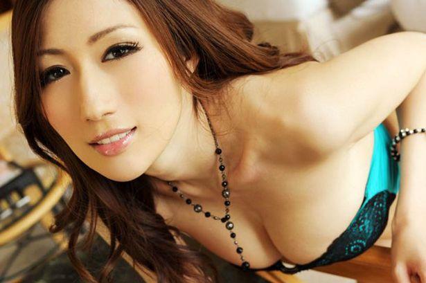 Bintang porno Julia