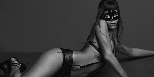 Foto Hot Rihanna Pose Ala Fifty Shades of Grey di Majalah Another