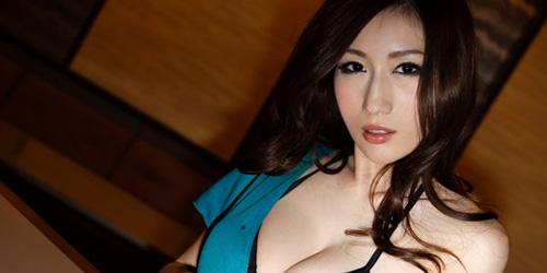 Karyawan IT China Dapat Bonus Kencani Bintang Porno Julia