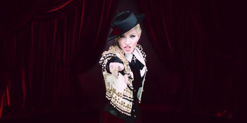 Madonna Jadi Matador Seksi di Video Klip Living For Love