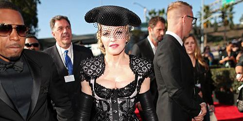 Madonna Pamer Bokong Seksi di Grammy Awards 2015