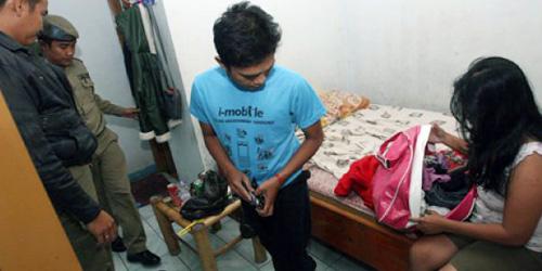 Indonesia mesum muda mudi di kamar - 1 part 7
