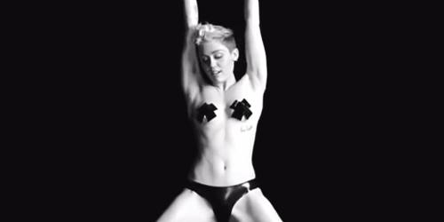 Tongue Tied, Video Sensual Miley Cyrus Tampil di Festival Film Porno New York