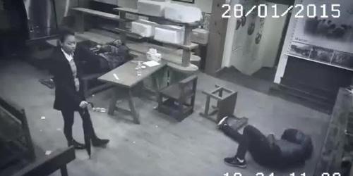 Video Wanita Tiongkok Jago Kung Fu Hajar 3 Pria Sekaligus