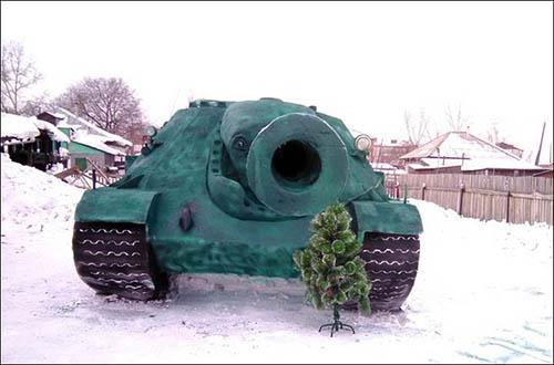 rusia-tank-replika-salju