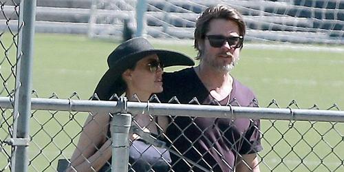 Foto: Angelina Jolie-Brad Pitt Berciuman Mesra di Depan Umum