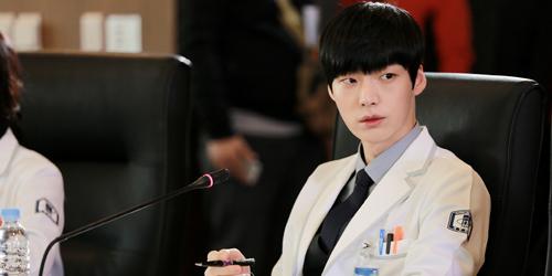 Foto Ganteng Ahn Jae Hyun di Behind The Scene Blood