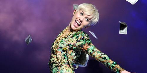 Miley Cyrus Hamil Anak Patrick Schwarzenegger?