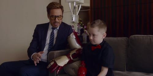 Robert Downey Jr Beri Tangan Iron Man ke Anak Cacat